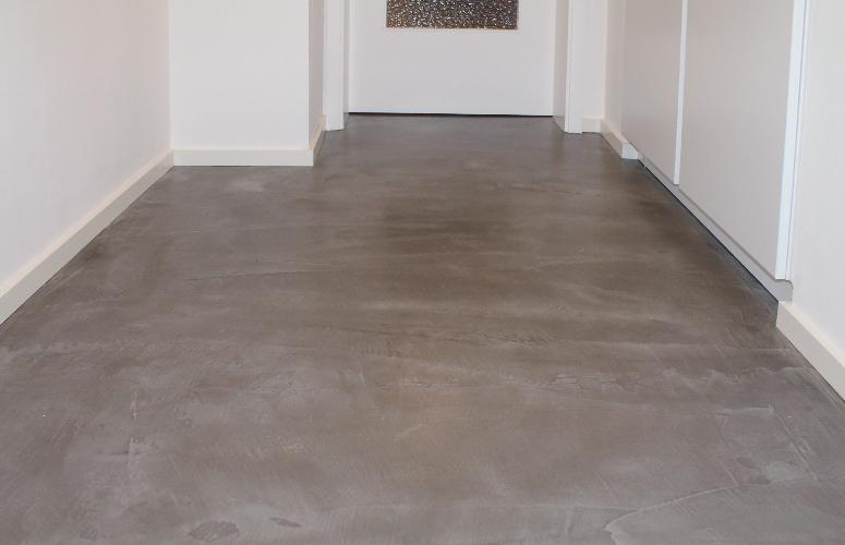 Beton floor fussboden flur wohndesign beton statt - Fliesen auf beton kleben ...